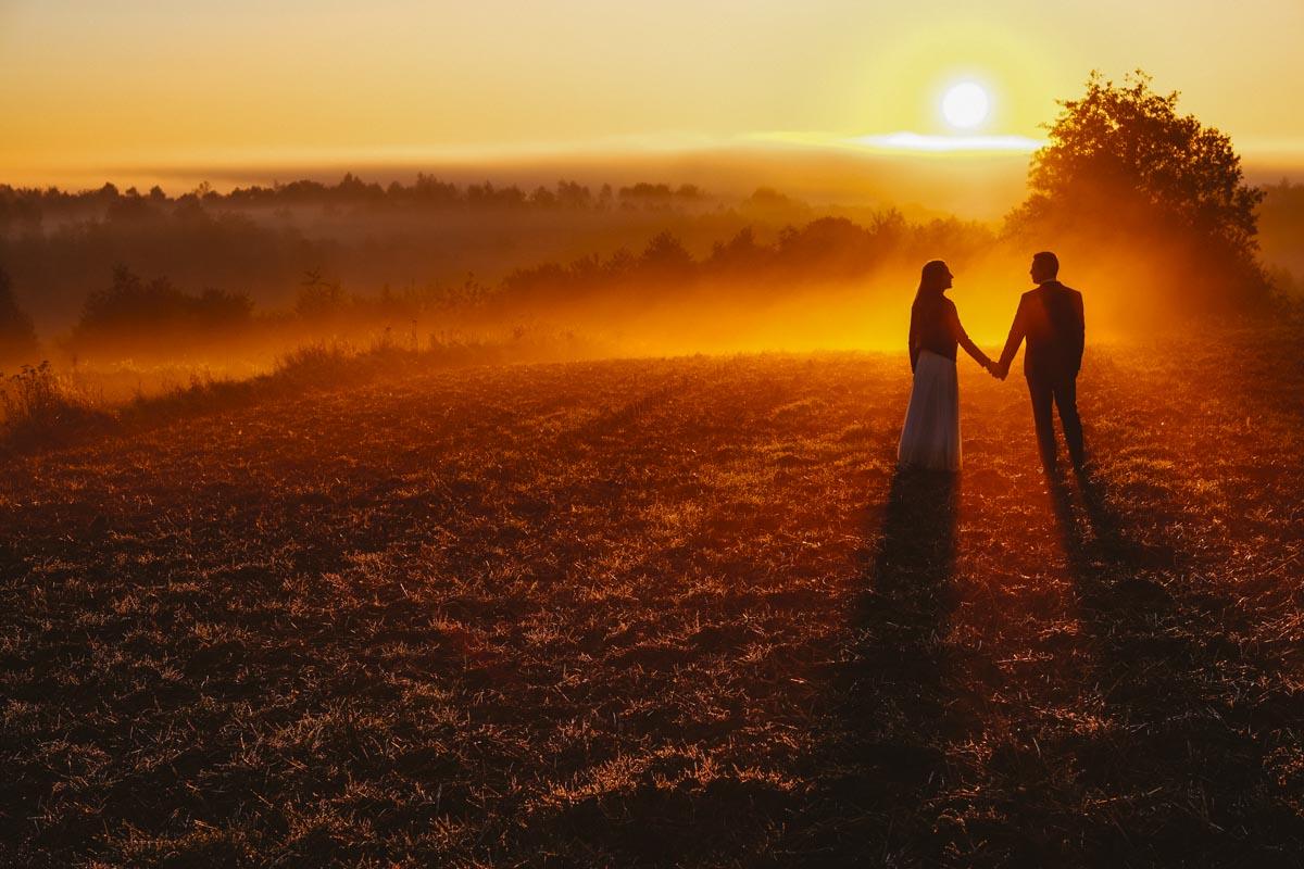 zdjęcia ślubne o wschodzie słońca