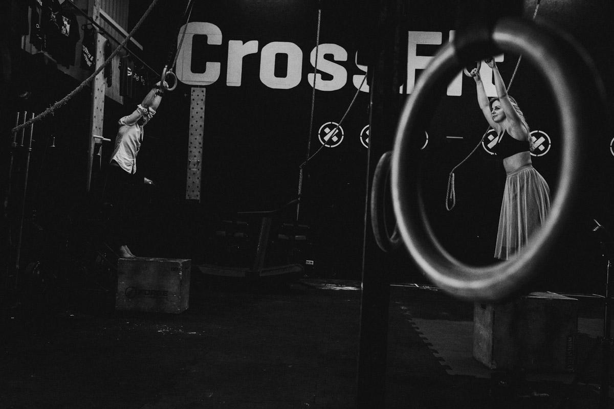 Sesja narzeczeńska w klubie crossfit 72D