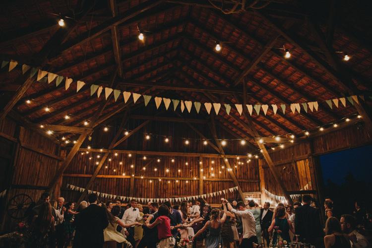 wiejskie wesele w stodole