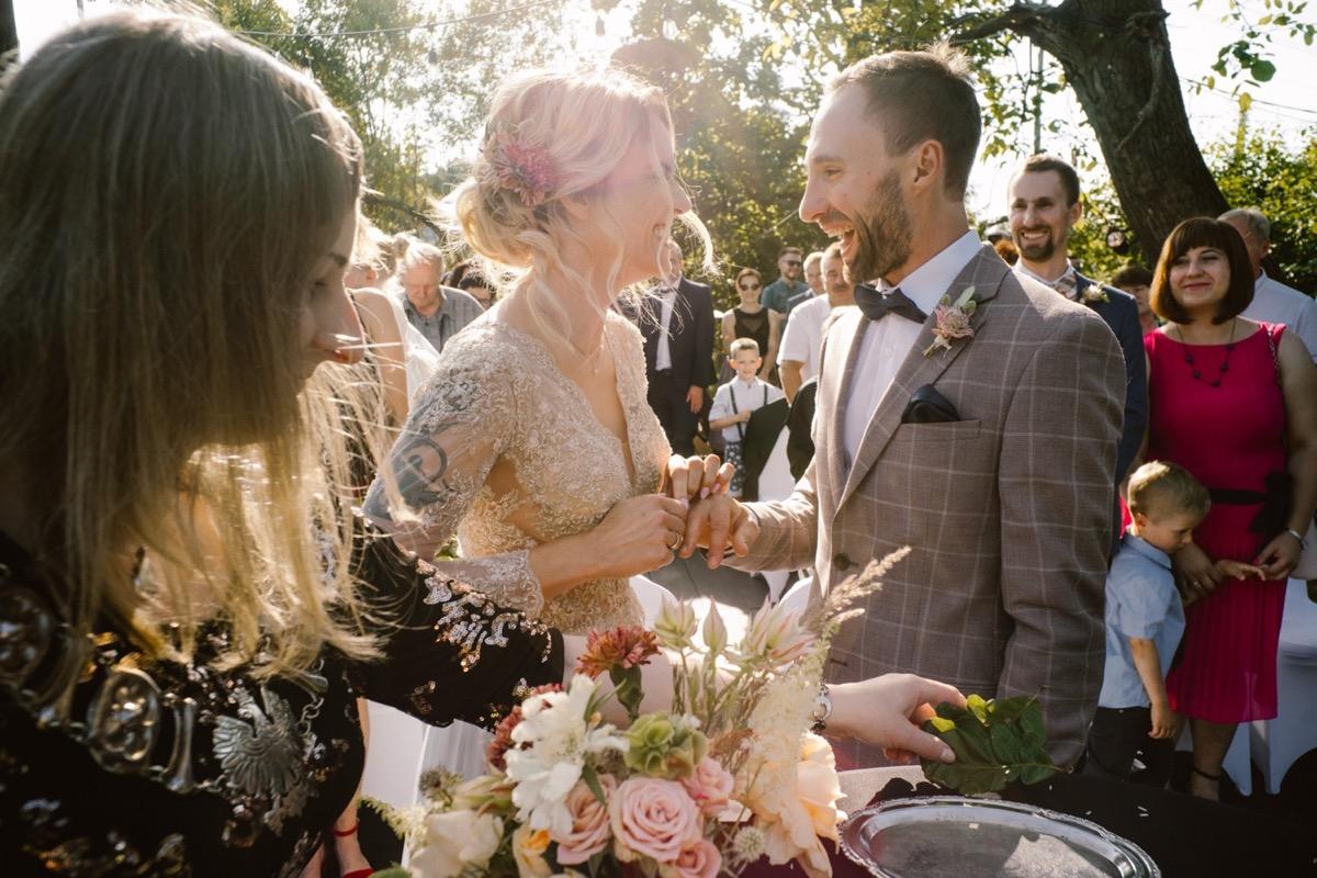 wesele w stodole ślub rustykalny